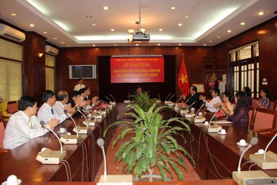 Lễ trao tặng Bằng khen của Thủ tướng Chính phủ cho Viện Công nghệ viễn thông