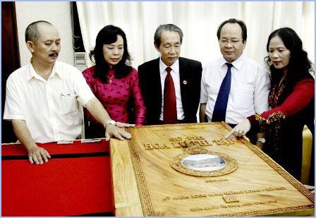 Độc bản Hoa Lư thi tập tặng Thủ đô nghìn tuổi