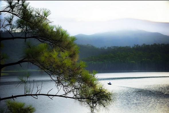 Hồ Thu Yên Trung