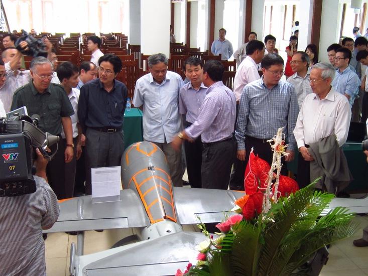 GS. Châu Văn Minh - Chủ tịch Viện Hàn lâm KHCNVN tham dự buổi Lễ chào mừng sự kiện bay thử nghiệm máy bay không người lái phục vụ nghiên cứu khoa học