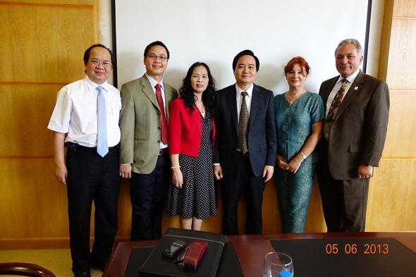 Trong ảnh lãnh đạo của Đại Học Quốc Gia Hà Nội, Đại học Houston Hoa Kỳ và Viện Công Nghệ Viễn Thông Viện Hàn Lâm Khoa học và Công Nghệ Việt Nam.