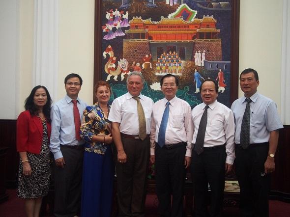 Ảnh Đại Học Huế đón đoàn Đại học Houston Hoa Kỳ và Viện Công Nghệ Viễn Thông Viện Hàn Lâm Khoa học và Công Nghệ Việt Nam.