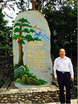 Nhà thơ Hoàng Quang Thuận bên non thiêng Yên Tử