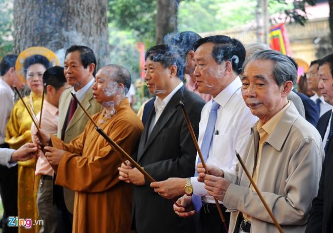 Buổi lễ có sự góp mặt của Nguyên Phó Thủ tướng Phạm Gia Khiêm, Chánh án Toà án Nhân dân Tối cao Nguyễn Hoà Bình cùng nhiều quan chức khác.