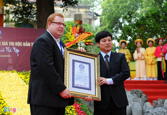 Sau 6 năm, cuốn sử thi Hoa Lư thi tập tiếp tục được Liên minh Kỷ lục Thế giới (WorldKings) trao bằng kỷ lục độc bản thế giới.