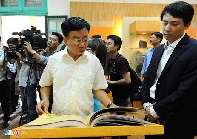 Sau buổi lễ, Trung tâm Bảo tồn di sản Thăng Long – Hà Nội mở rộng trưng bày, giới thiệu cuốn sách tới đông đảo du khách trong nước và quốc tế.