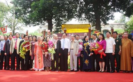Các đại biểu tham dự buổi lễ trao bằng chứng nhận kỷ lục thế giới