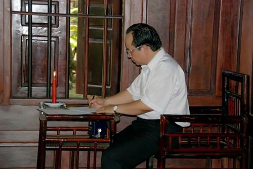 """Giáo sư Hoàng Quang Thuận đến với thơ vì chữ """"duyên"""""""