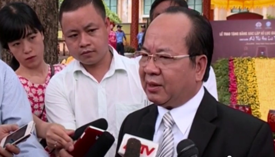 Giáo sư, Viện sỹ Hoàng Quang Thuận, tác giả Hoa lưu thi tập