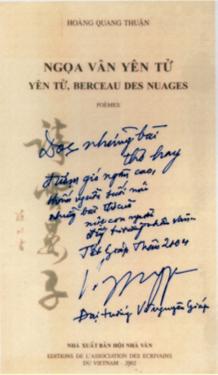 Bút tích của Đại tướng Võ Nguyên Giáp trên tập thơ Ngọa Vân Yên Tử của GS.VS Hoàng Quang Thuận