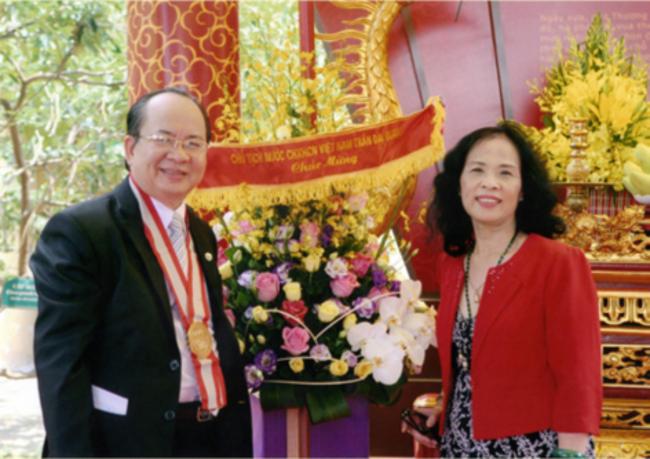Bà Phan Thị Kim Thanh hậu duệ Vương triều Nguyễn - vợ của GS.VS Hoàng Quang Thuận trong buổi lễ ngày 5/5/2016 tại Hoàng Thành Thăng Long Hà Nội