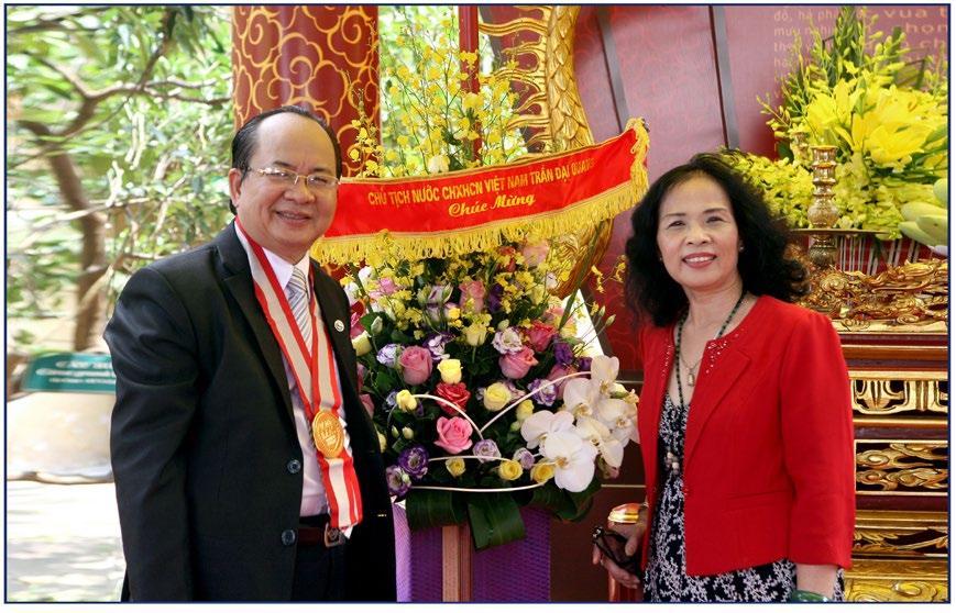 GS.VS Hoàng Quang Thuận và phu nhân Phan Thị Kim Thanh hậu duệ vương triều Nguyễn trong buổi lễ ngày 5/5/2016 tại Hoàng Thành Thăng Long Hà Nội - Di sản Văn hóa Thế giới được UNESCO công nhận