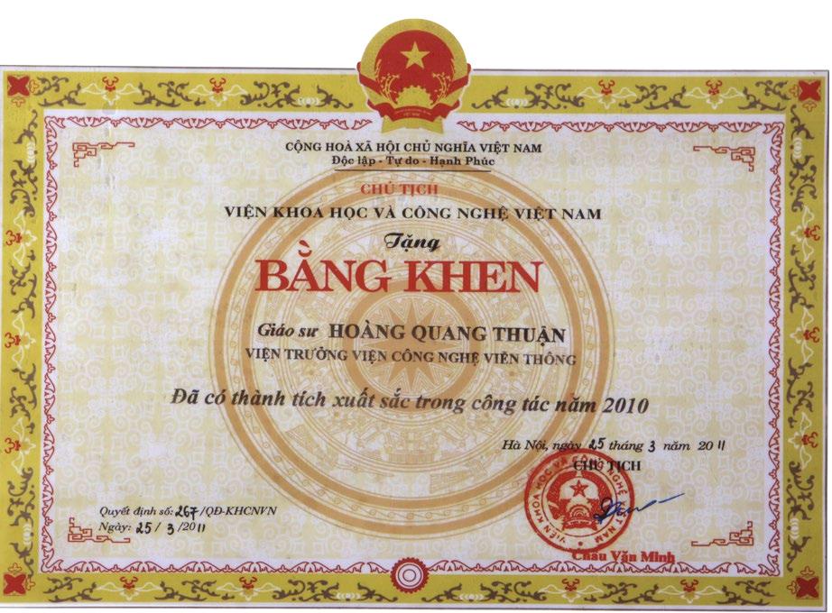 Viện khoa học và công nghệ Việt Nam tặng bằng khen cho Giáo sư Hoàng Quang Thuận