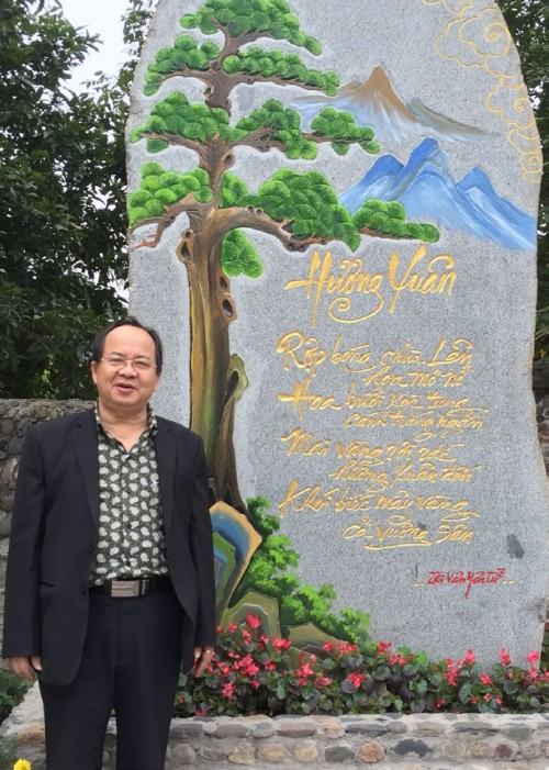 """Bài thơ """"Hương Xuân"""" tả cảnh chùa Lân, được đặt trước cổng chùa Lân - Yên Tử, T.P Uông Bí, Quảng Ninh (trích """"Thi Vân Yên Tử"""")"""