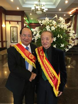 """GS.VS Hoàng Quang Thuận, AHLĐ, GS.Nguyễn Tài Thu, trong buổi lễ vinh danh """"Nhà Quản lý theo tiêu chí đạo đức toàn cầu; Trí thức Việt Nam sáng tạo và cống hiến"""" của Liên hiệp UNESCO trao tặng"""