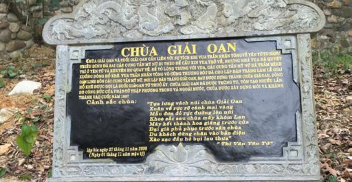 """Bài thơ """"Chùa giải oan"""" được khắc vào đá Hoa cương nói về lịch sử và cảnh sắc Chùa được đặt ở Chùa giải oan - Yên Tử , TP Uông Bí, Quảng Ninh (trích """"Thi Vân Yên Tử"""")"""