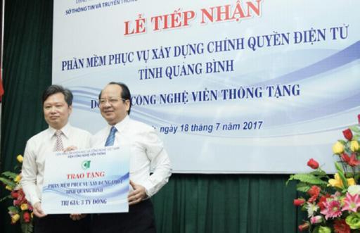 GS.VS Hoàng Quang Thuận trao tặng phần mềm phục vụ xây dựng chính quyền điện tử tỉnh Quảng Bình trị giá 3 tỉ đồng