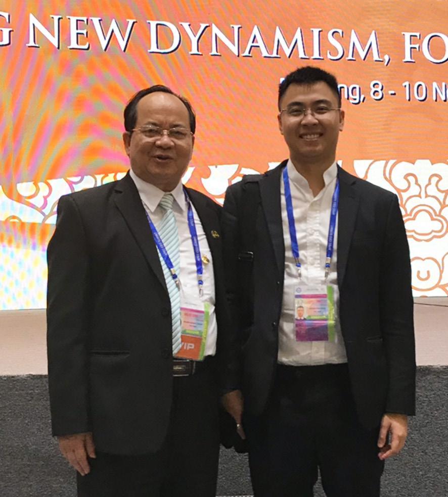 GS.VS Hoàng Quang Thuận và con trai Hoàng Kim Thiên tại Hội nghị Thượng đỉnh APEC 2017
