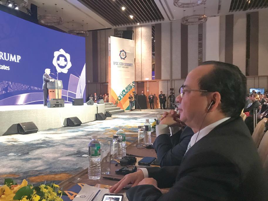 GS.VS Hoàng Quang Thuận tham dự buổi phát biểu của Tổng thống Mỹ Donald Trump tại Hội nghị Thượng đỉnh APEC 2017