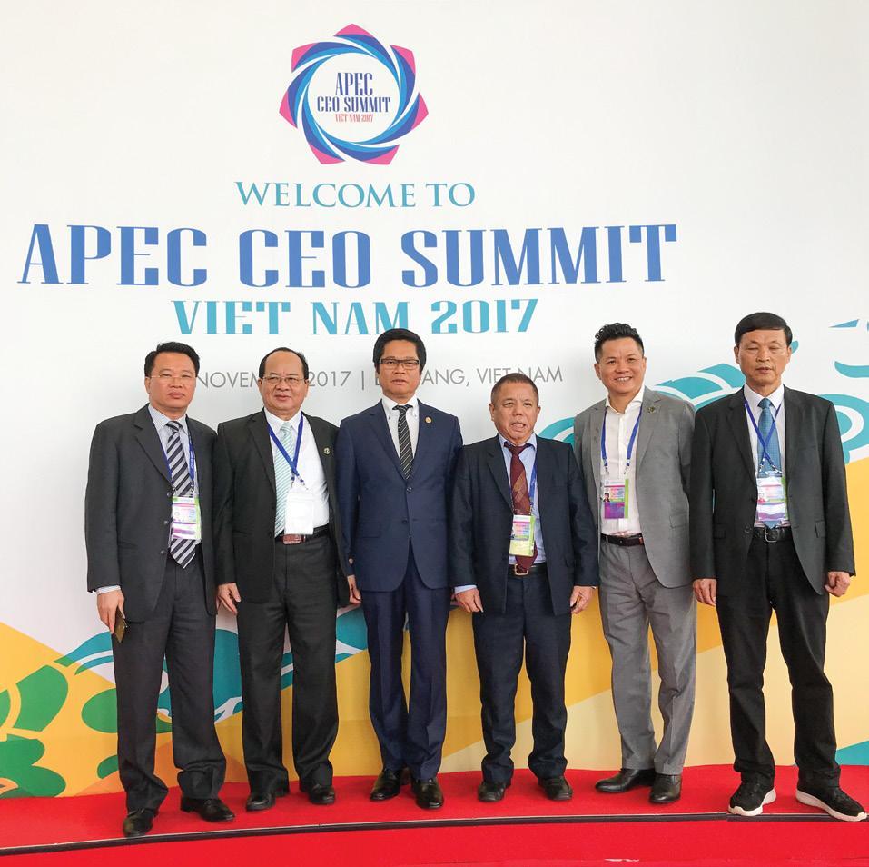 GS.VS Hoàng Quang Thuận và các thành viên VCCI và đại biểu tham dự APEC 2017