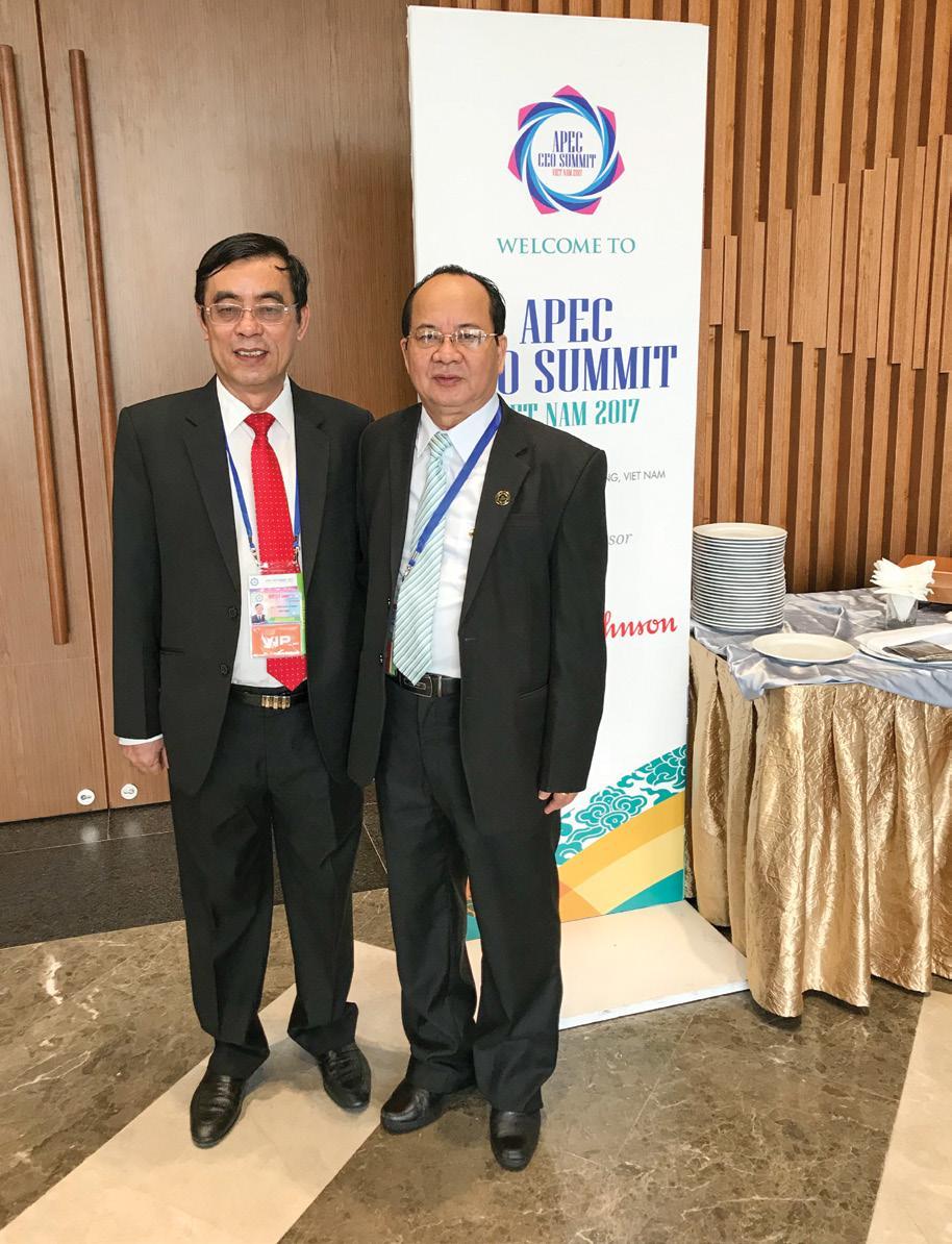 GS.VS Hoàng Quang Thuận và Chủ tịch UBND tỉnh Quảng Trị Nguyễn Đức Chính tại Hội nghị APEC 2017