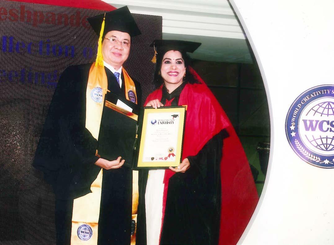 GS.VS Hoàng Quang Thuận trao bằng Tiến sĩ cho Nghiên cứu sinh Ấn Độ