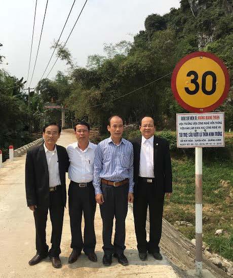 GS.VS Hoàng Quang Thuận tặng cầu vượt lũ cho quê hương ngày 20-12-2014