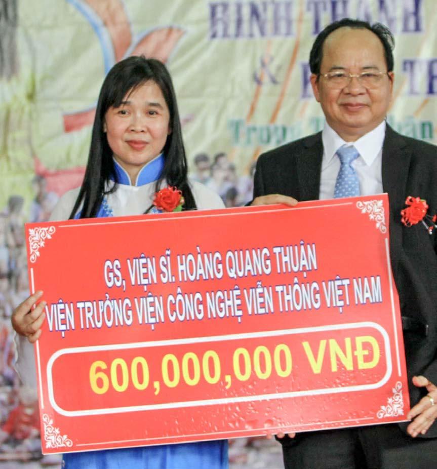 GS.VS Hoàng Quang Thuận tặng 600.000.000 VNĐ cho Trung tâm Nhân đạo Quê Hương