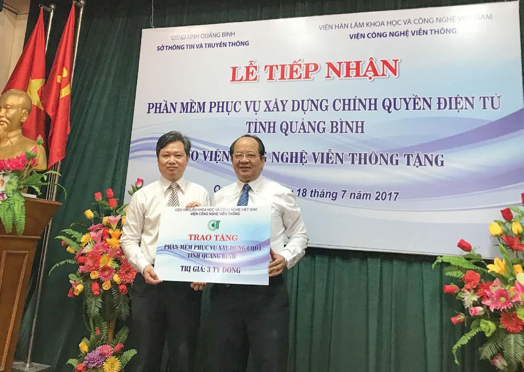 GS.VS Hoàng Quang Thuận đại diện cho Viện Công nghệ Viễn thông trao tặng phần mềm trị giá 3 tỷ đồng phục vụ xây dựng chính quyền điện tử cho tỉnh Quảng Bình ngày 18/7/2017