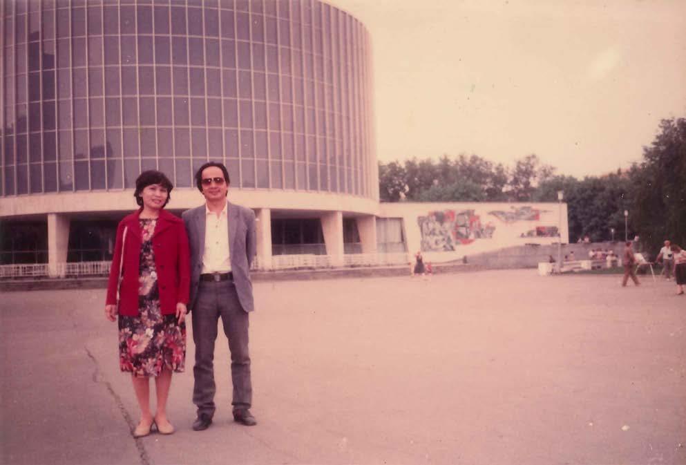 GS.VS Hoàng Quang Thuận tại Viện Liên hợp Nghiên cứu Vũ trụ Đúp-na năm 1986
