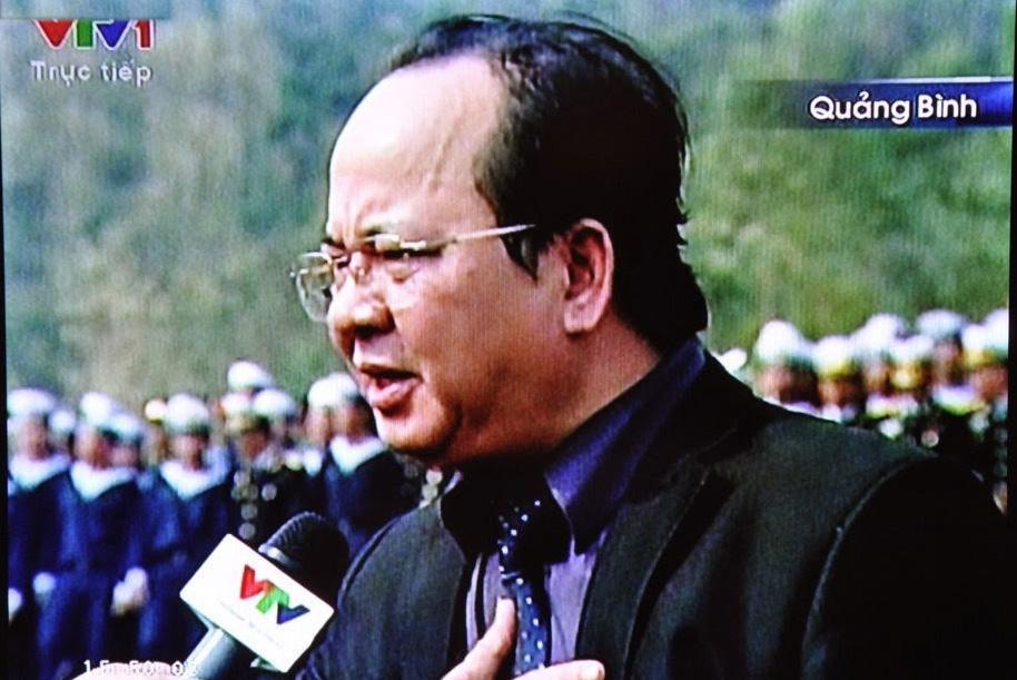 """GS.VS. Hoàng Quang Thuận rưng rưng nước mắt khi đọc bài thơ """"Nhớ mãi chiều xuân"""" trong buổi lễ tiễn đưa Đại tướng Võ Nguyên Giáp ngủ yên vĩnh hằng trong lòng đất mẹ Quảng Bình"""